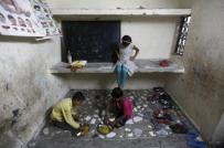Children eat their free meal at a school run by Joint Women's Programme, a non-governmental organization (NGO), at a slum area in Noida on the outskirts of New Delhi, July 14, 2015. REUTERS/Adnan Abidi